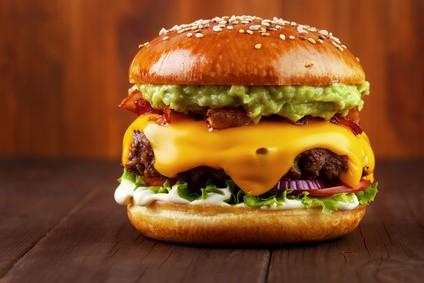 guacamole-roestzwiebel-burger-rezept