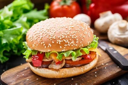 saftiger-veggie-burger-mit-aubergine-rezept